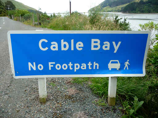 The way into Cable Bay