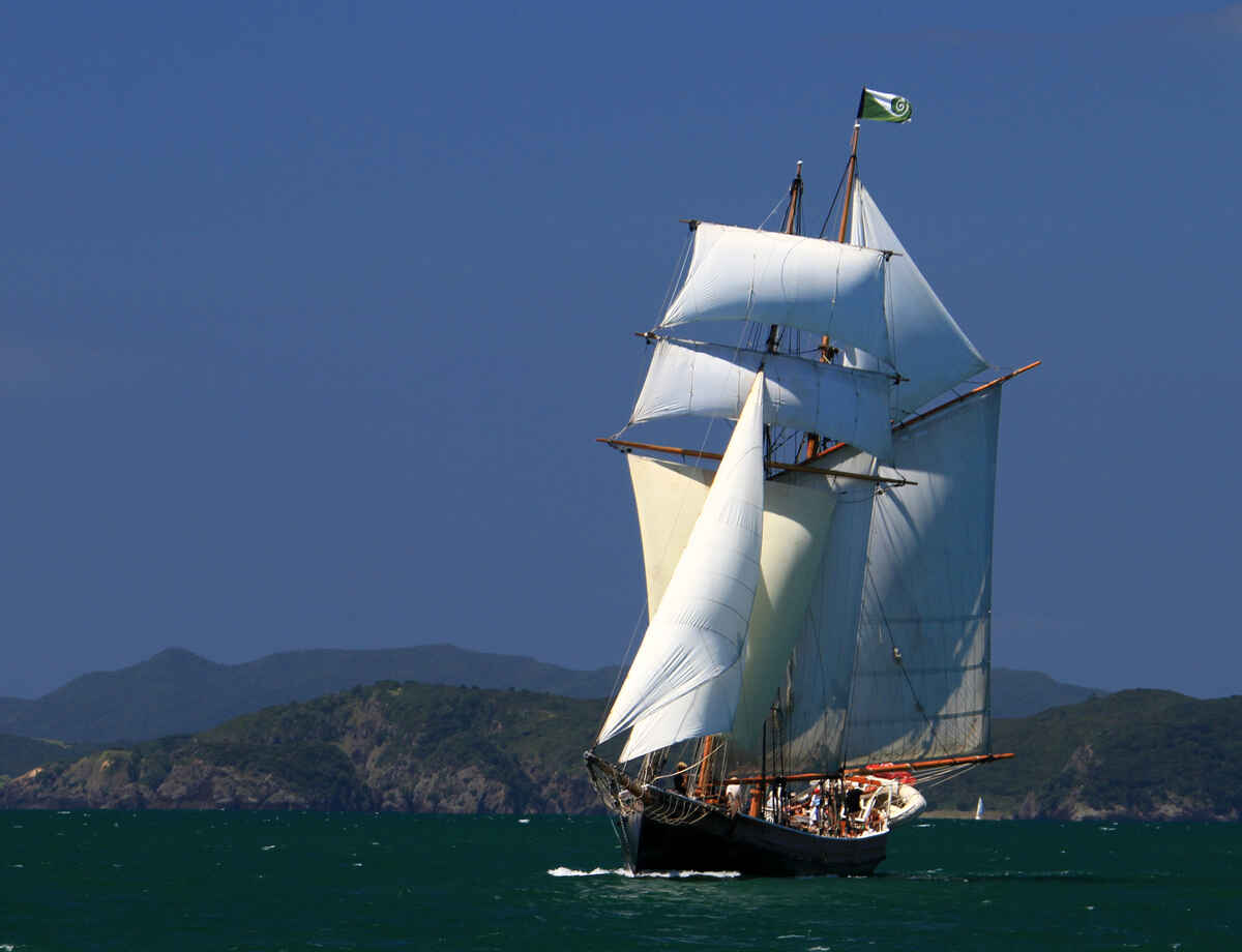 The R.Tucker Thompson under full sail