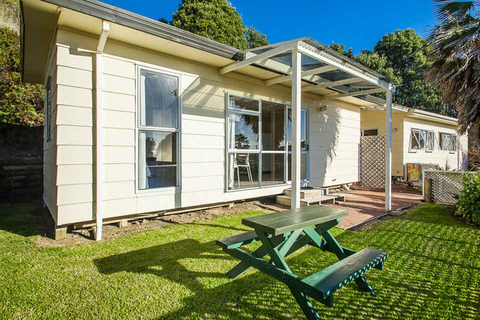 Tourist Flats are lovely warm north facing aspect with views over the park and Pacific Ocean.